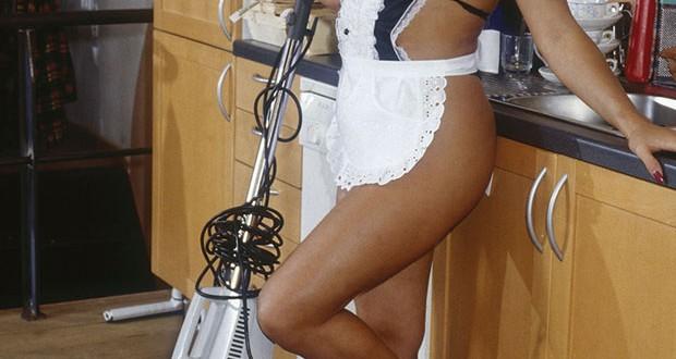 Nacktputzen im Trend bei jungen Frauen