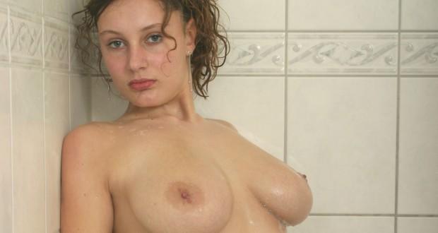 Jasmin steht auf Sex unter der Dusche