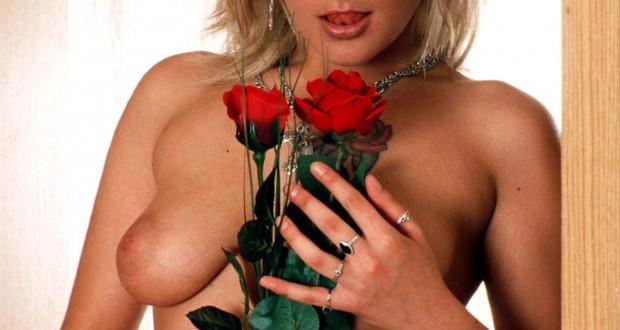 Fremdgehen am Valentinstag – Ehefrau treibt es ungeniert mit dem Blumenboten