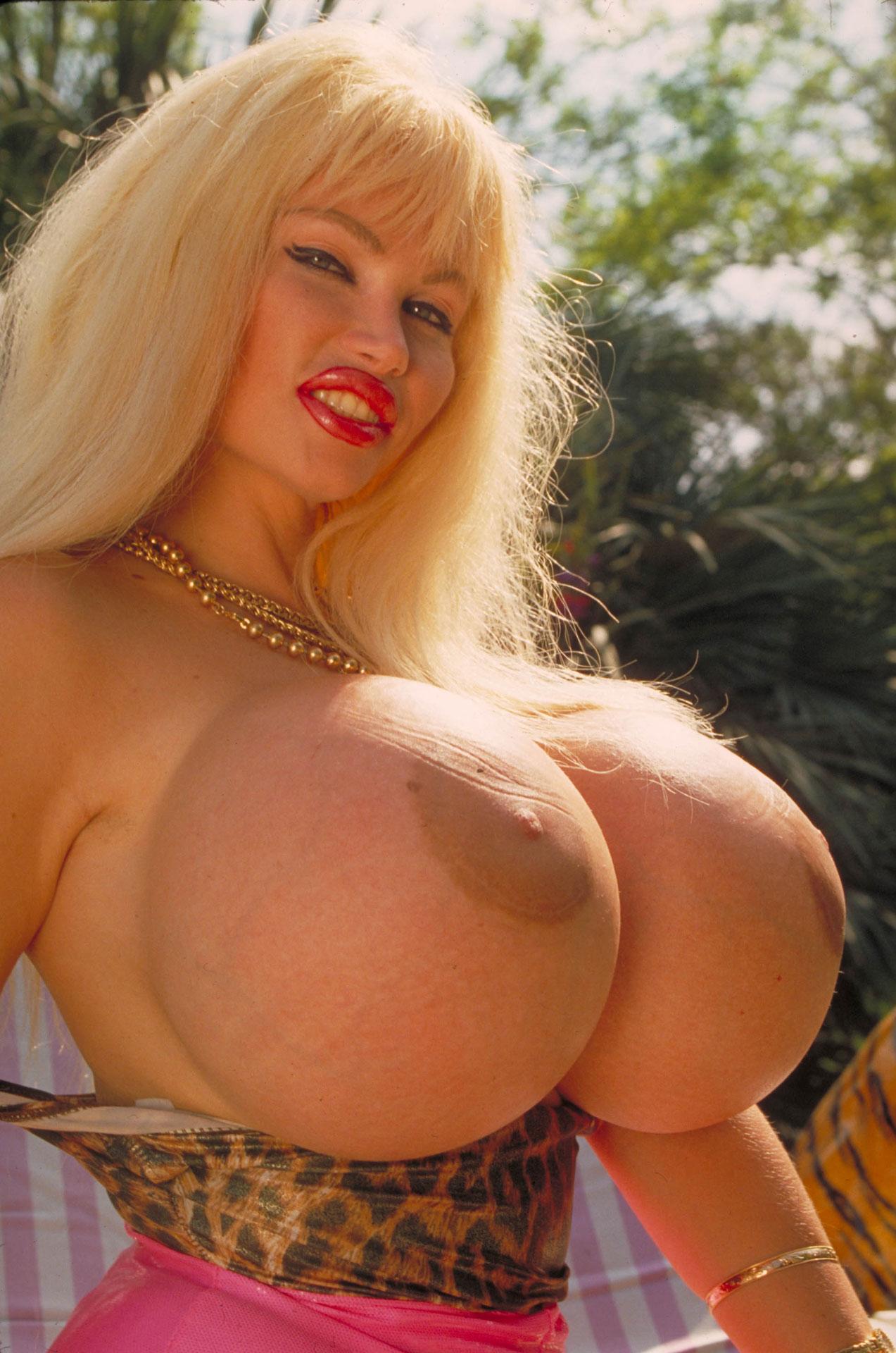 какой размер груди лола феррари - 1