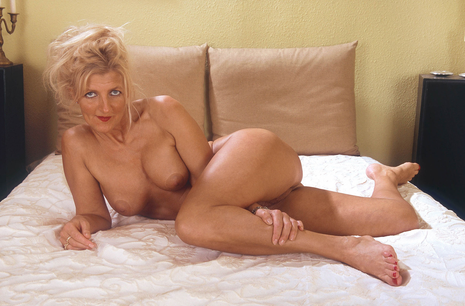Hot mom catches and seduces not her son 7