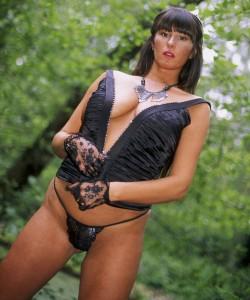 Holla die Waldfee - Jennifer geht zum bumsen gerne in den Wald!